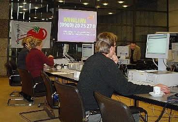 Het minlijn-team aan de telefoon