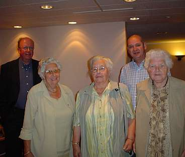 Directeur en dames van de cliëntenraad van Trynwâlden in Oentsjerk