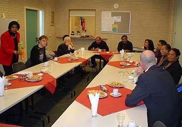 Overleg met vertegenwoordigers van de Molukse gemeenschap in Assen.