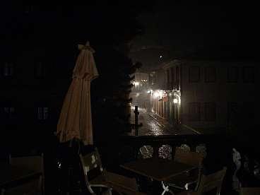 Het regende vrijwel de hele tijd...ook 's avonds.